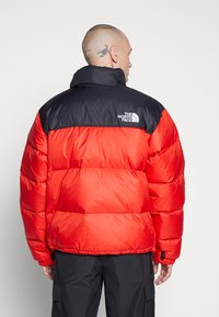 The North Face - 1996 RETRO NUPTSE JACKET - Dunjakke - fiery red - 3