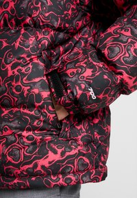 The North Face - 1996 RETRO NUPTSE JACKET UNISEX - Piumino - rose red - 6