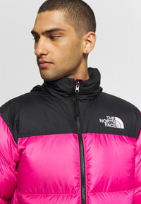 The North Face - 1996 RETRO NUPTSE JACKET - Piumino - pink - 4