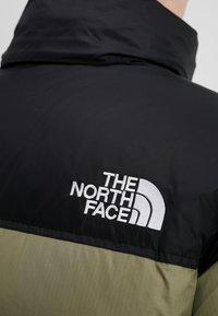 The North Face - 1996 RETRO NUPTSE JACKET UNISEX - Piumino - tumbleweed green - 6