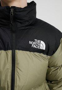 The North Face - 1996 RETRO NUPTSE JACKET UNISEX - Piumino - tumbleweed green - 4