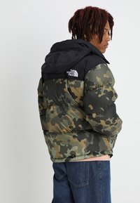 The North Face - 1996 RETRO NUPTSE JACKET - Untuvatakki - new taupe green macrofleck print - 3