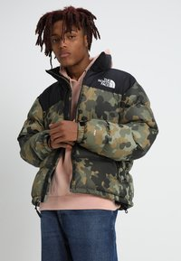 The North Face - 1996 RETRO NUPTSE JACKET - Untuvatakki - new taupe green macrofleck print - 0