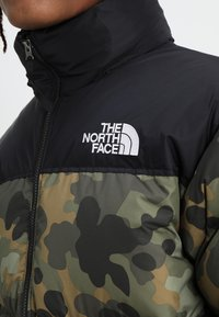 The North Face - 1996 RETRO NUPTSE JACKET - Untuvatakki - new taupe green macrofleck print - 4