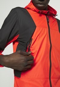 The North Face - MOUNTAIN LIGHT WINDSHELL JACKET - Větrovka - fiery red/tnf black - 5