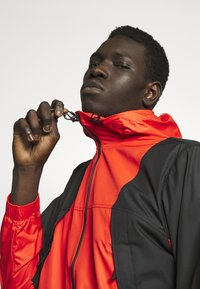 The North Face - MOUNTAIN LIGHT WINDSHELL JACKET - Větrovka - fiery red/tnf black - 3