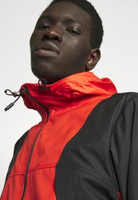 The North Face - MOUNTAIN LIGHT WINDSHELL JACKET - Větrovka - fiery red/tnf black - 4