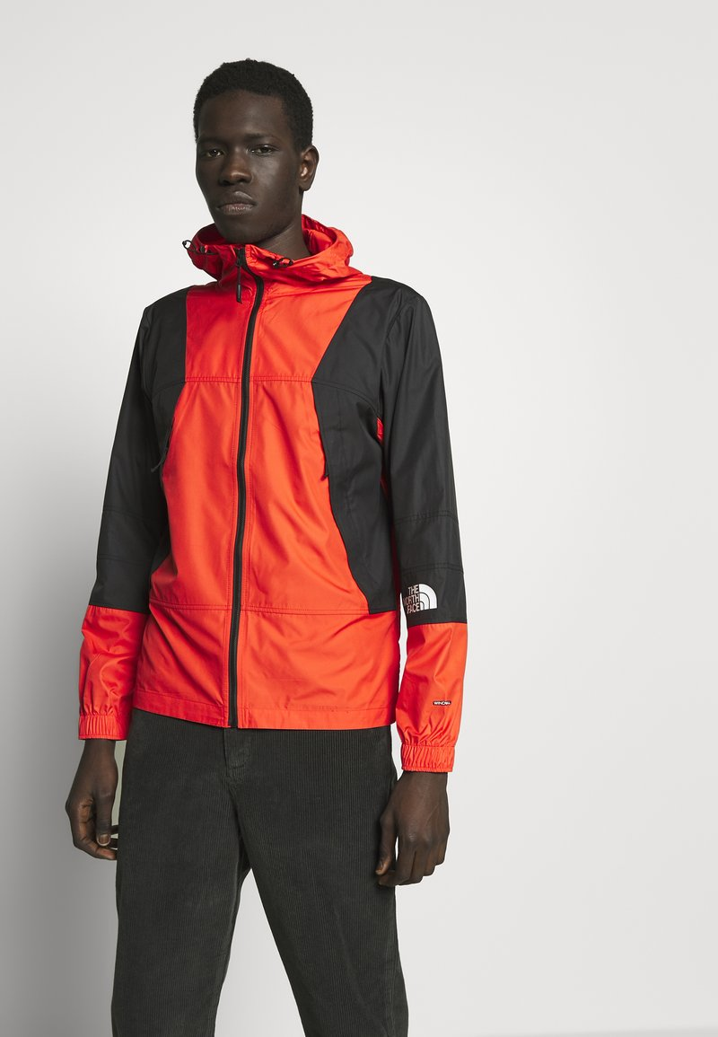The North Face - MOUNTAIN LIGHT WINDSHELL JACKET - Větrovka - fiery red/tnf black