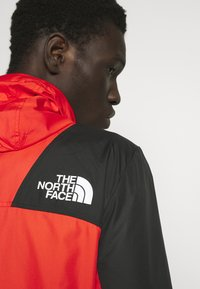 The North Face - MOUNTAIN LIGHT WINDSHELL JACKET - Větrovka - fiery red/tnf black - 7
