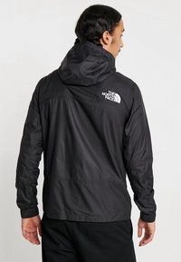 The North Face - MOUNTAIN LIGHT WINDSHELL JACKET - Wiatrówka - black - 2