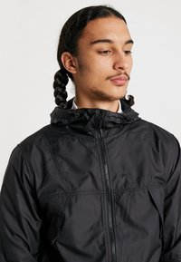 The North Face - MOUNTAIN LIGHT WINDSHELL JACKET - Wiatrówka - black - 4