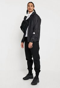 The North Face - MOUNTAIN LIGHT WINDSHELL JACKET - Wiatrówka - black - 1