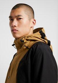 The North Face - RETRO MOUNTAIN LIGHT JACKET - Waterproof jacket - british khaki - 5