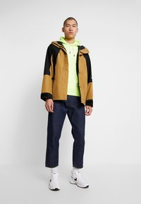 The North Face - RETRO MOUNTAIN LIGHT JACKET - Waterproof jacket - british khaki - 1