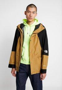The North Face - RETRO MOUNTAIN LIGHT JACKET - Waterproof jacket - british khaki - 0