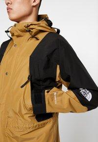 The North Face - RETRO MOUNTAIN LIGHT JACKET - Waterproof jacket - british khaki - 4