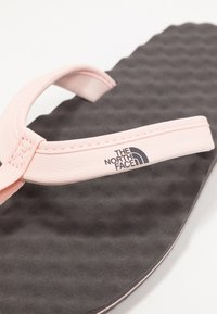 The North Face - BASE CAMP MINI - Sandalias de dedo - rabbit grey/pink - 5