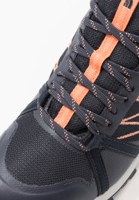 The North Face - WOMEN'S LITEWAVE FASTPACK II WP - Outdoorschoenen - urban navy/cantaloupe - 5