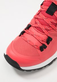 The North Face - WOMEN'S ACTIVIST LITE - Hiking shoes - cayenne red/black - 5
