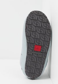 The North Face - TRACTION BOOTIE SHINY FROST - Bottes de neige - high rise grey/zinc grey - 4