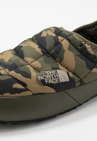 The North Face - THERMOBALL TRACTION MULE V - Chodecké sandály - new taupe green/burnt olive green - 5