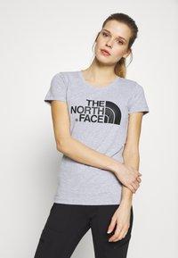 The North Face - WOMENS EASY TEE - T-shirt z nadrukiem - light grey - 0