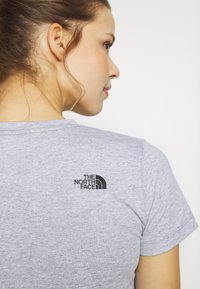 The North Face - WOMENS EASY TEE - T-shirt z nadrukiem - light grey - 3