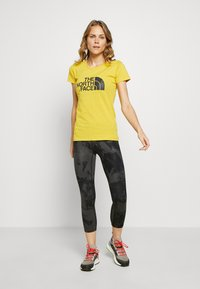 The North Face - WOMENS EASY TEE - T-shirt print - bamboo yellow - 1