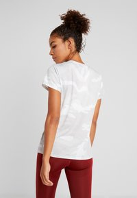 The North Face - WOMENS REAXION CREW - Basic T-shirt - white - 2