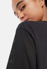 The North Face - W LIGHT S/S TEE - Print T-shirt - black - 2