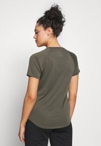 The North Face - GRAP PLAY HARD - T-shirt print - new taupe green - 2