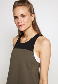 The North Face - WOMENS NORTH DOME TANK - Topper - new taupe green/black - 4