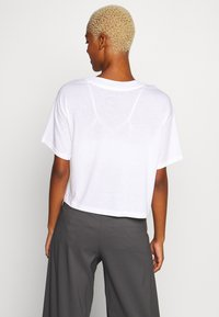 The North Face - WOMENS HALF DOME CROPPED TEE - Printtipaita - white - 2