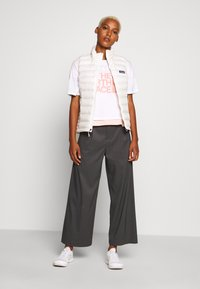 The North Face - WOMENS HALF DOME CROPPED TEE - Printtipaita - white - 1