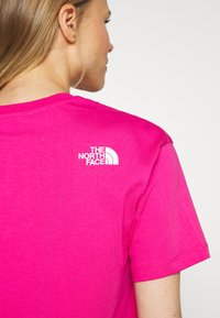 The North Face - CROPPED SIMPLE DOME TEE - T-shirts med print - pink - 5