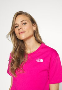 The North Face - CROPPED SIMPLE DOME TEE - T-shirts med print - pink - 3