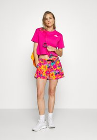 The North Face - CROPPED SIMPLE DOME TEE - T-shirts med print - pink - 1