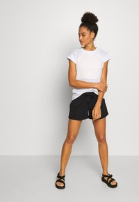 The North Face - WOMENS ACTIVE TRAIL - T-shirts med print - white - 1