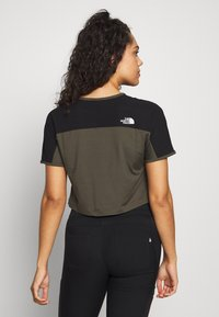 The North Face - WOMENS ACTIVE TRAIL - T-shirt z nadrukiem - new taupe green - 2