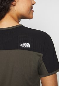 The North Face - WOMENS ACTIVE TRAIL - T-shirt z nadrukiem - new taupe green - 3