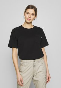 The North Face - WOMENS RELAXED POCKET TEE - T-shirts - black - 0