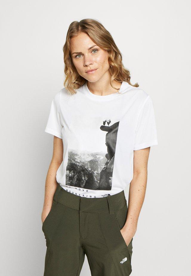 WOMAN DAY TEE - Camiseta estampada - white