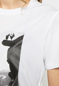 The North Face - WOMAN DAY TEE - Print T-shirt - white - 4