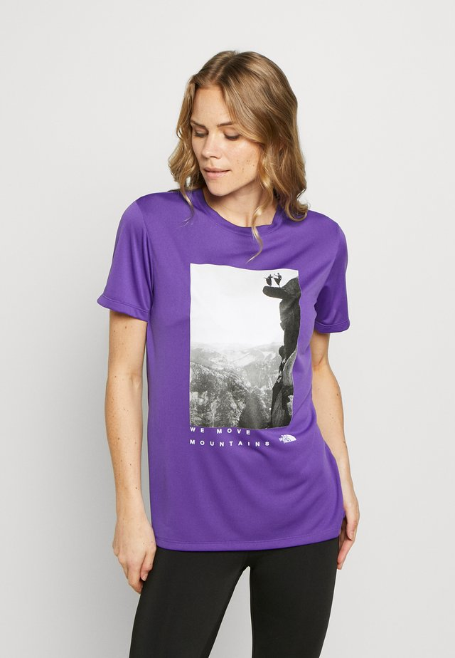 WOMAN DAY TEE - T-shirt z nadrukiem - peak purple