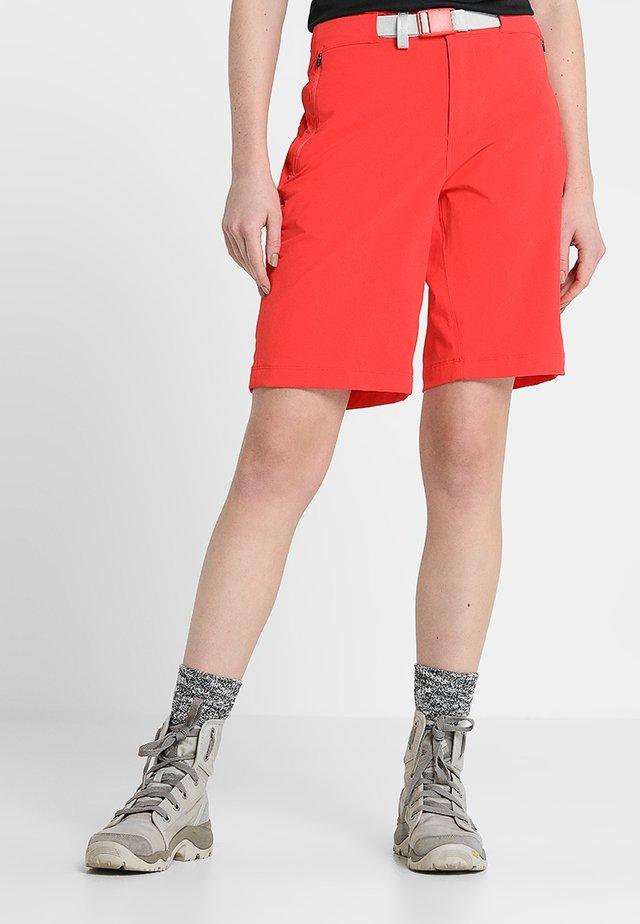 SPEEDLIGHT - Pantalones montañeros cortos - juicy red