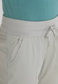 The North Face - APHRODITE CAPRI - Friluftsshorts - silt grey - 6