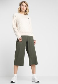 The North Face - SIGHTSEER CULOTTE  - Friluftsbukser - new taupe green - 1