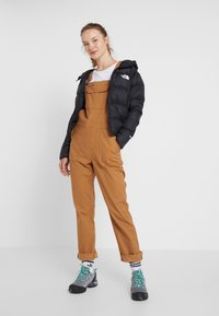 The North Face - MOESER OVERALL - Kalhoty - chipmunk brown - 1
