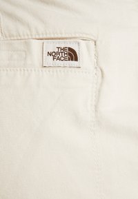 The North Face - MOESER JOGGER - Trousers - vintage white - 7