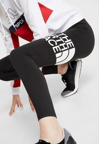 The North Face - FLEX - Legginsy - black/white - 3